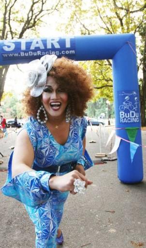 "Activist/Entertainer ALEKSA MANILA hosts the 2016 ""END AIDS WALK"" finish line at Volunteer Park. Photo: Lifelong"