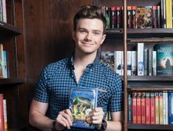 """Chris Colfer comes to the general Seattle Gay Scene metroplex to promote his latest """"Land of Stories"""" fairy tale book from Hachette"""