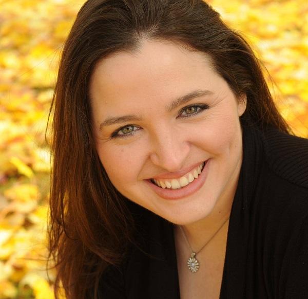 Rebecca Peterson - Headshot 1