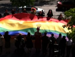 PrideFlagCityHall17BigFlag